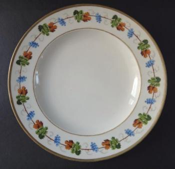 Plate with leaves and grapes of wine - Vienna 1817